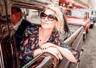 Stunning @evelinakhromtchenko in